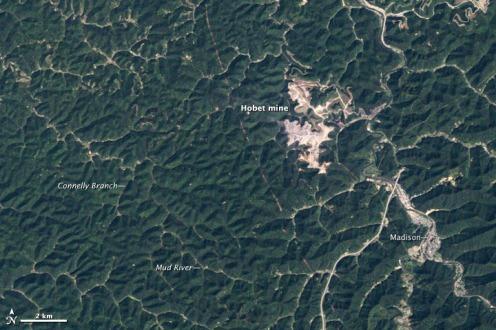 Hobet_Mountaintop_mine_West_Virginia_1984-09-18
