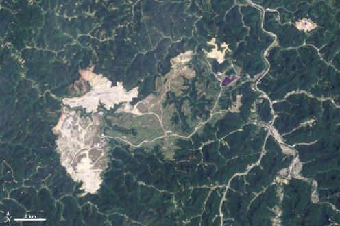 Hobet_Mountaintop_mine_West_Virginia_2009-06-02