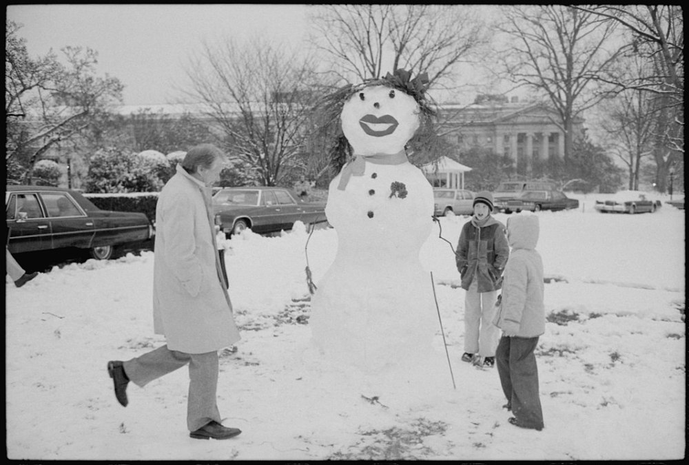 1066px-President_Carter_views_snowman_built_by_Amy_Carter_and_her_friends._-_NARA_-_177590