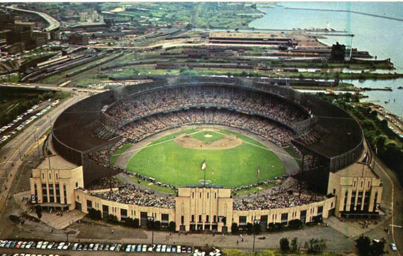 Cleveland_Municipal_Stadium_(NBY_6450)